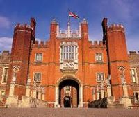 Cover for '10 Things To Do Around Hampton Court Palace'